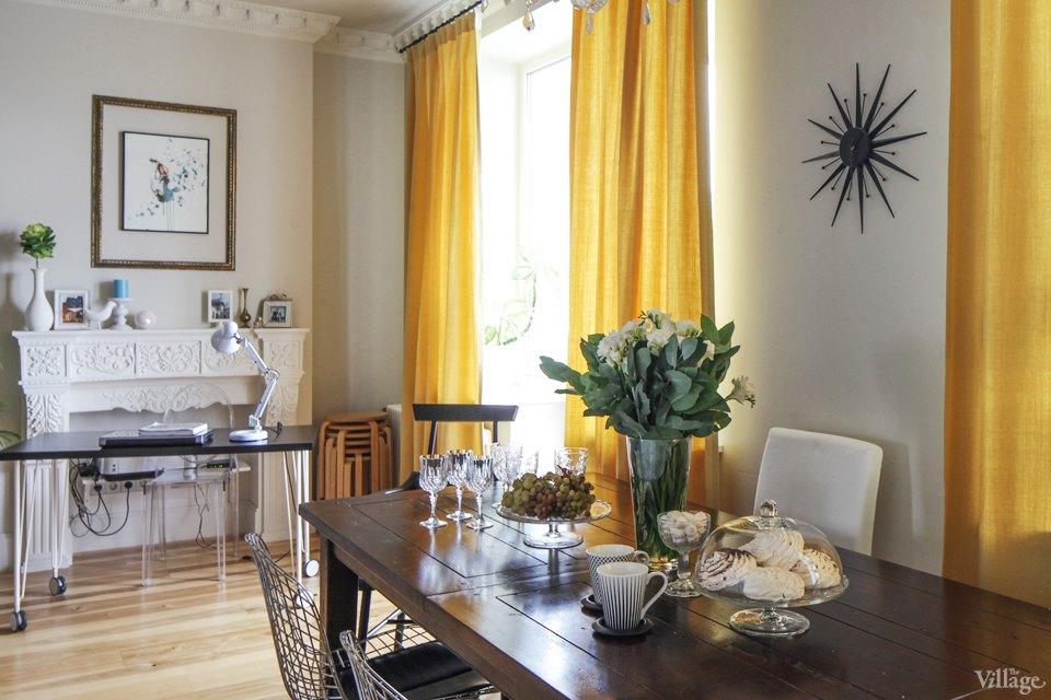 Шторы для желтой гостиной фото